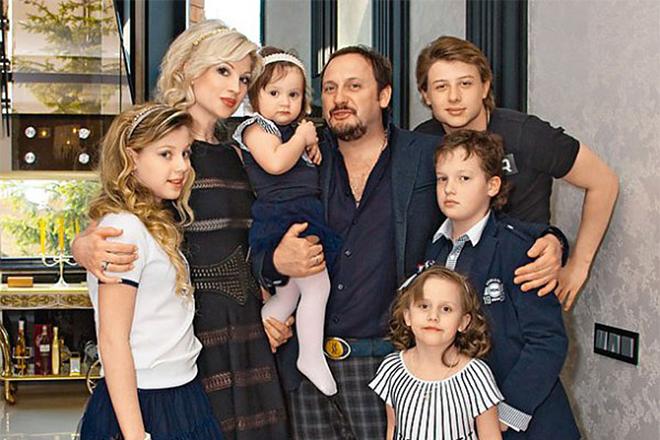 Стас Михайлов с женой и детьми
