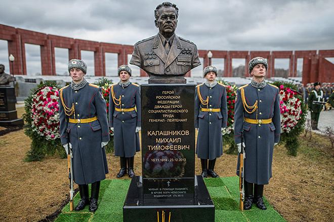 Могила Михаила Калашникова
