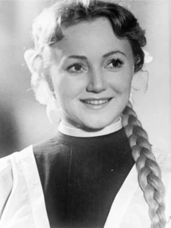 Людмила Касаткина в юности