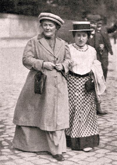 Клара Цеткин (слева) и Роза Люксембург. 1910 год. Фото: wikimedia.org