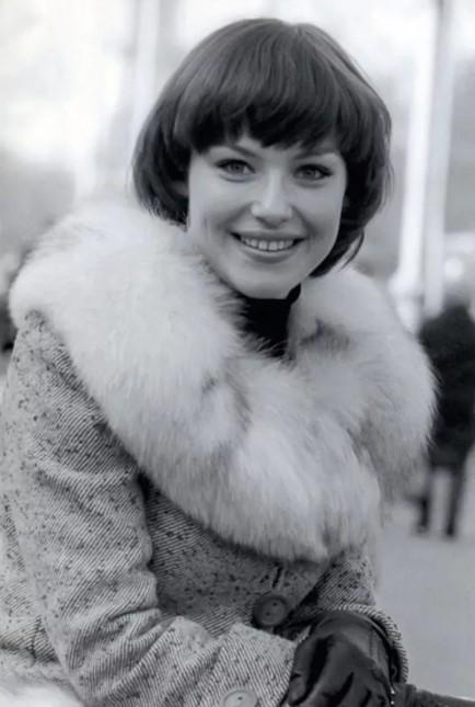 Ирина Понаровская в молодости