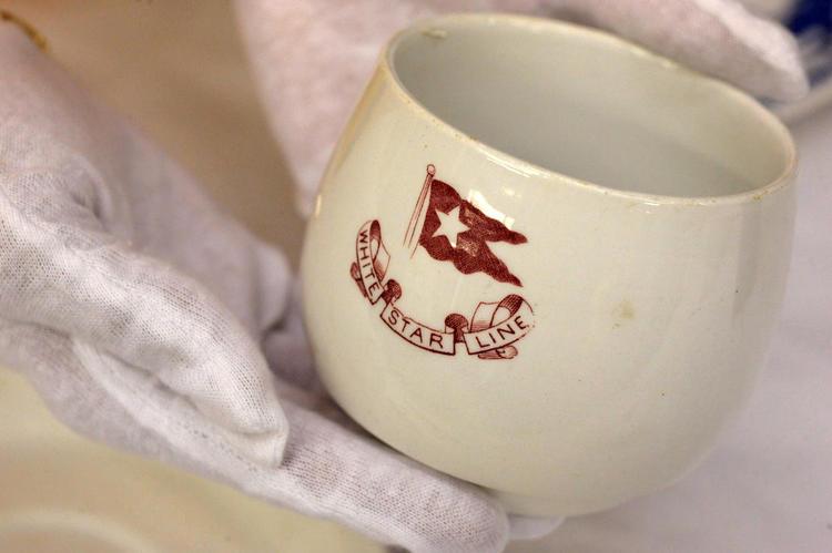 Чашка White Star Line (именно эта судоходная компания владела «Титаником»), поднятая со дна