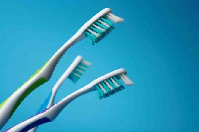 Старые зубные щетки