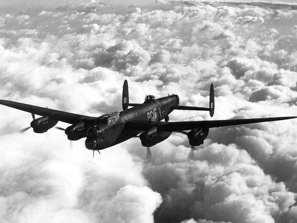 Бомбардировщик «Авро Ланкастер», аналогичный тому, на котором летел Николас Элкимейд