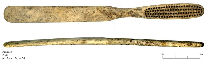 Древняя зубная щетка, обнаруженная при раскопках в Новгороде