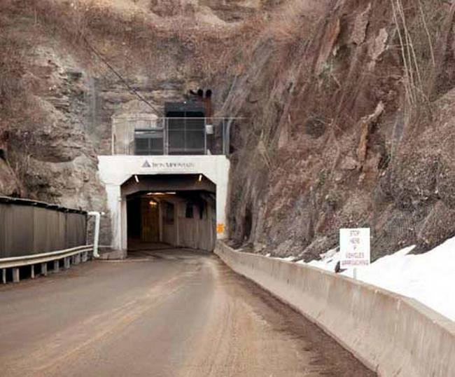 Вход в подземный город компании Iron Mountain