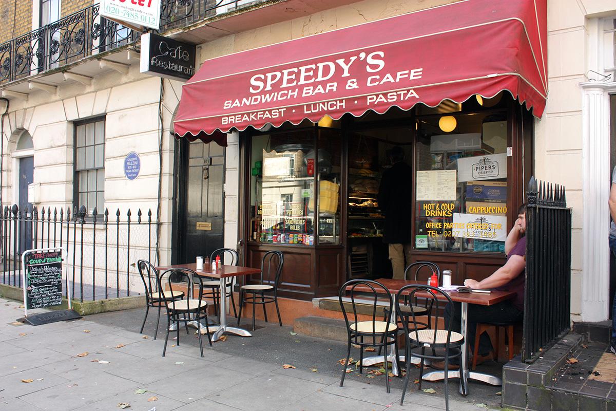 Speedy's Cafe, Лондон. Этот дом изображал Бейкер-стрит, 221б в сериале Шерлок