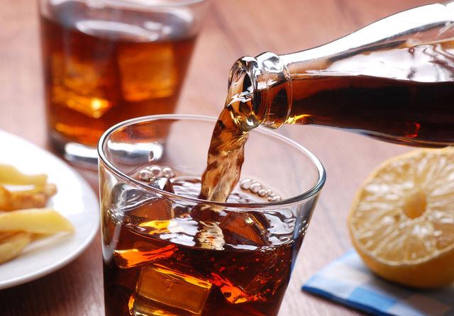 В среднем литр такого напитка содержит 25–30 чайных ложек сахара