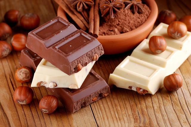 Часто в шоколаде можно обнаружить пресловутое пальмовое масло