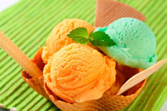 Не забывайте и о том, что этот холодный десерт — частая причина летних простуд