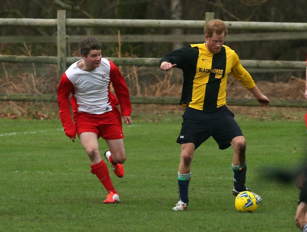 Принц Гарри и рождественский футбол