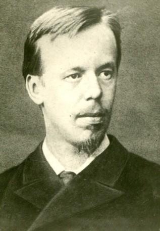 Александр поступил на физико-математический факультет Петербургского университета.
