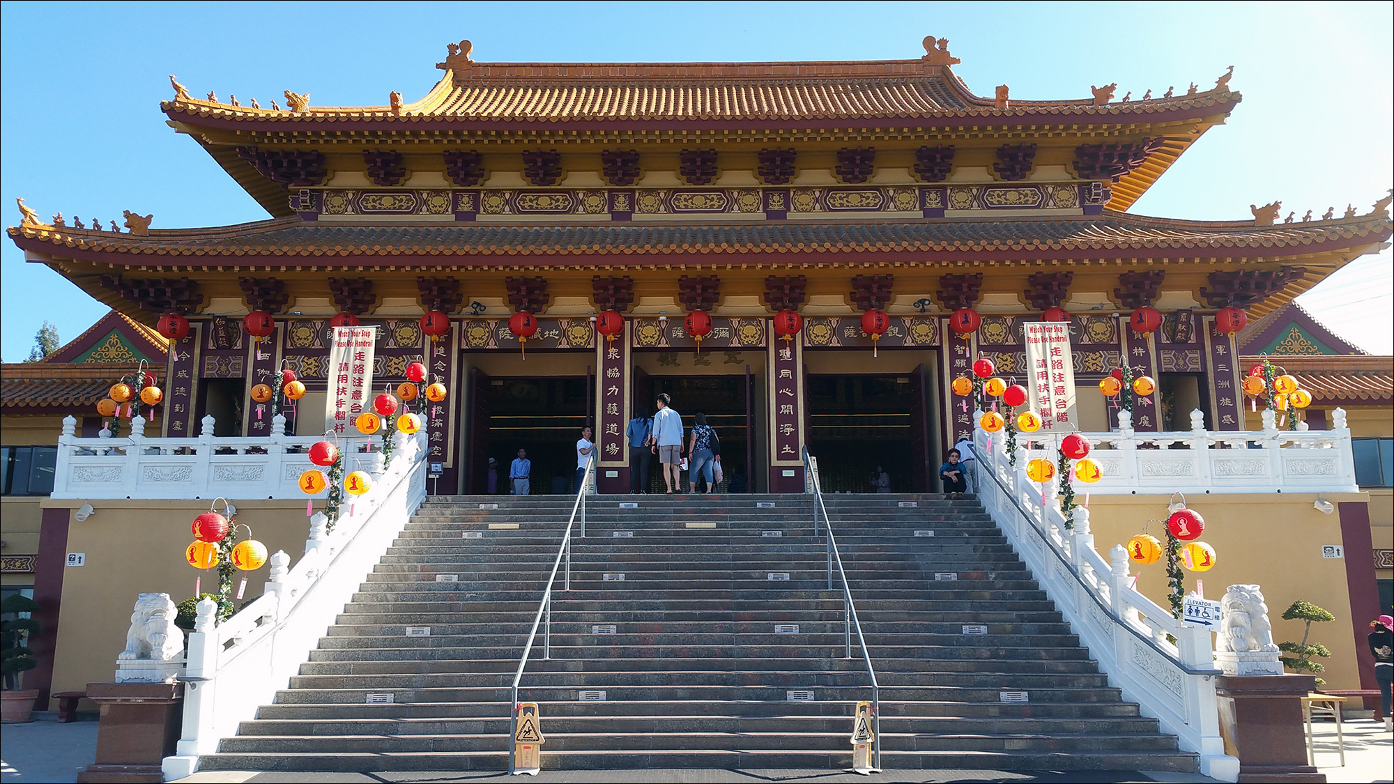 Буддистский храм в Калифорнии