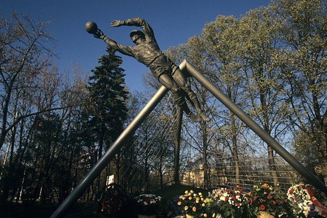Лев Яшин: памятник