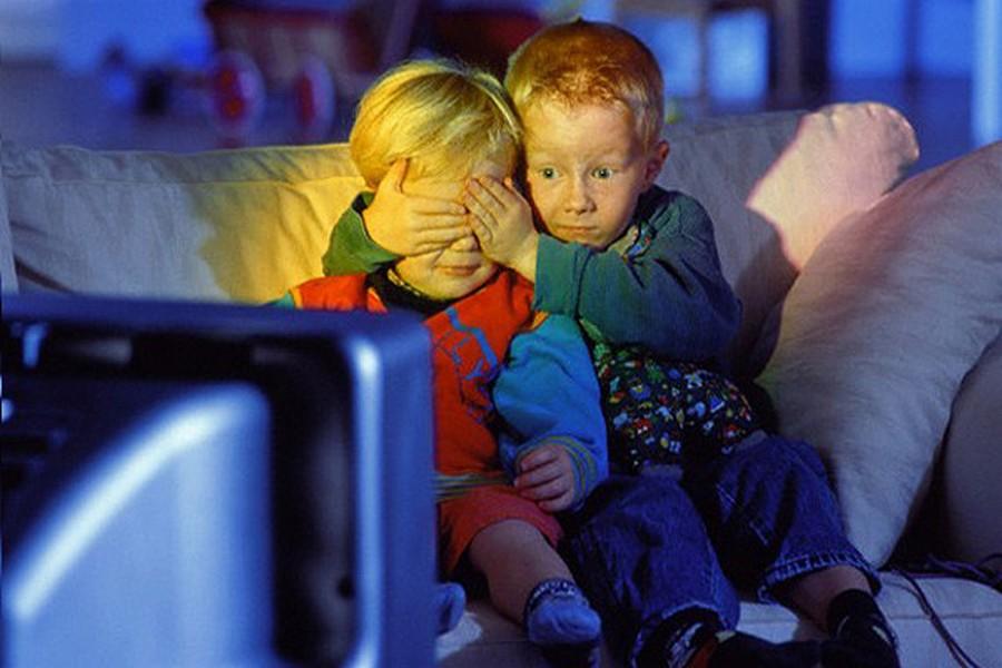 В Щвеции запрешена  для детей младше 12 лет, ибо дети до этого возраста очень внушаемые.