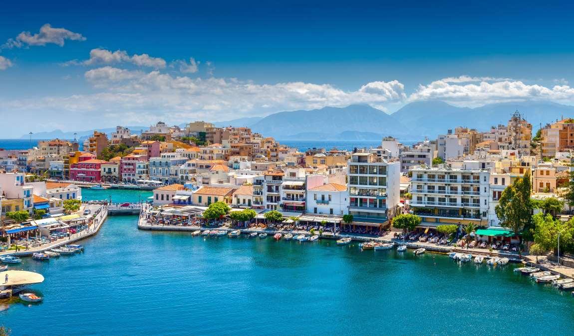 Город Агиос Николаос на северном побережье острова Крит