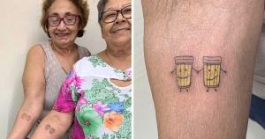 2 дамы отметили 30-летие своей дружбы, наколов парные тату с изображением того, что они любят больше всего