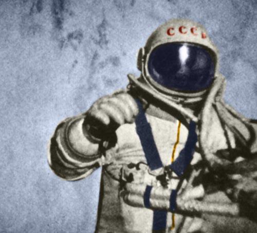 первый человек в открытом космосе александр леонов история